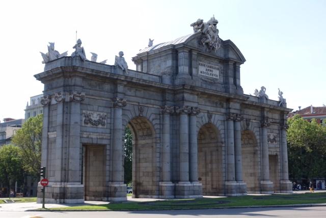 Puerta de Alcalá, fachada este o exterior