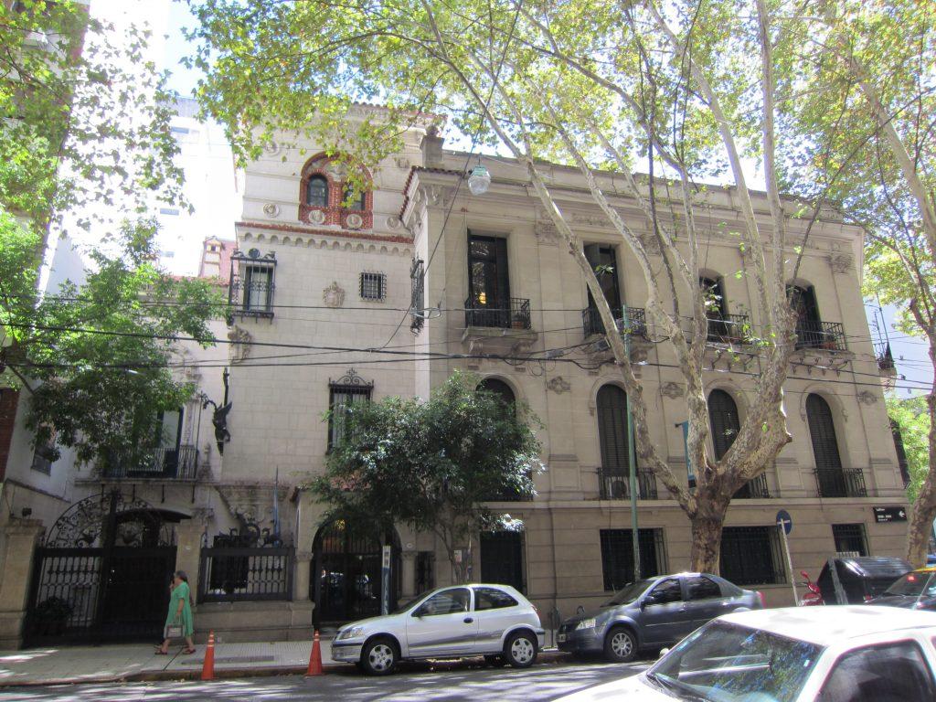 Casona donde se encuentra el Museo Evita