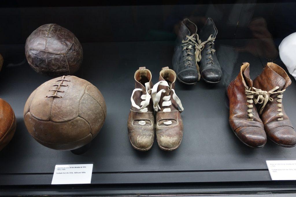 Los primeros botines y pelotas