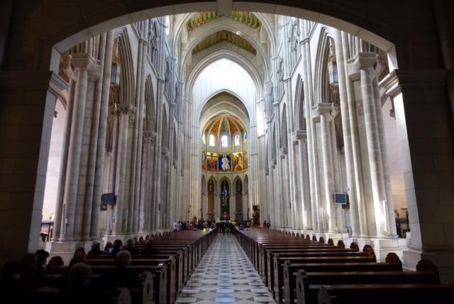 Nave principal de la Catedral de Almudena