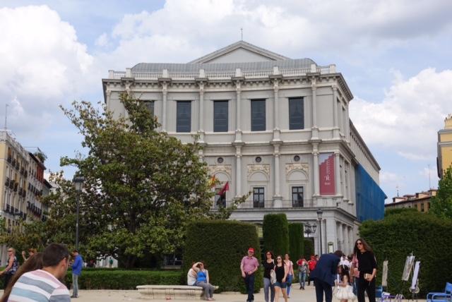 Vista desde la Plaza al Teatro Real