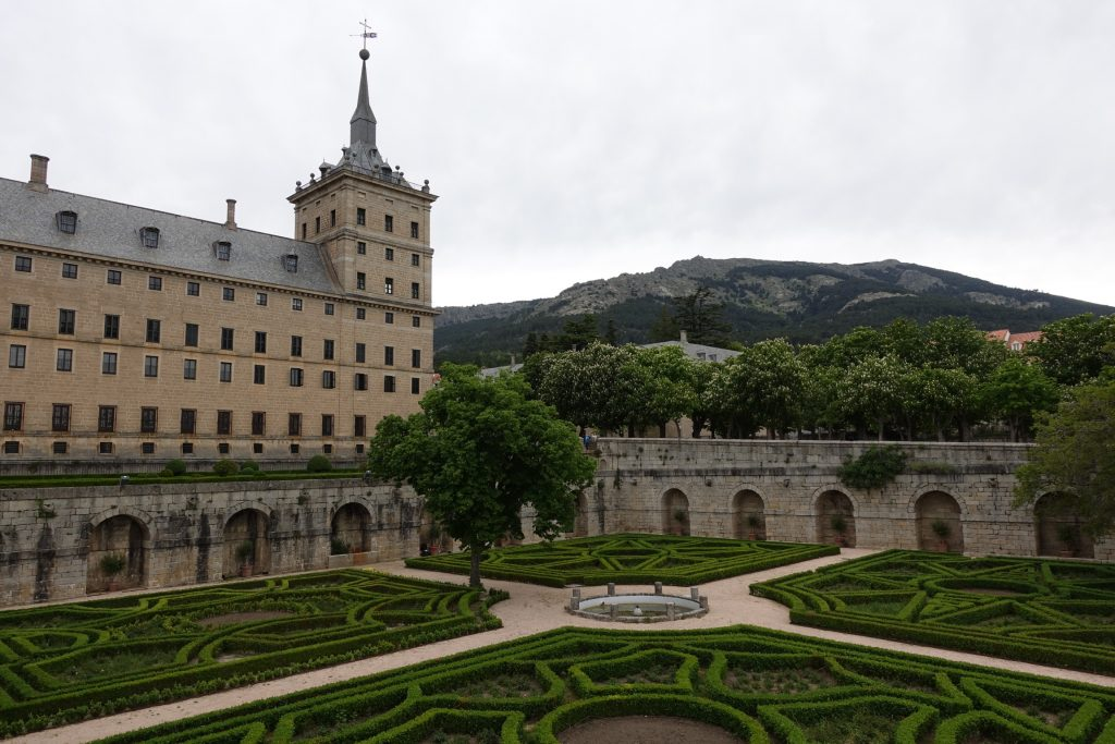 Madrid real monasterio de san lorenzo de el escorial for Jardines del escorial