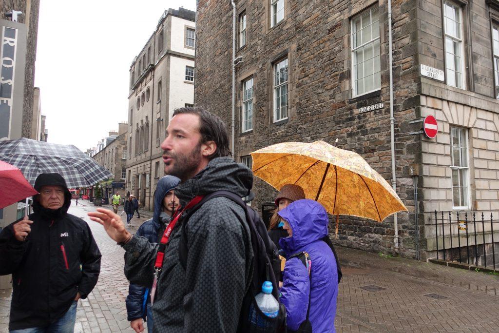 Con Borja haciendo el Tour de Ciudad Nueva en Edimburgo.