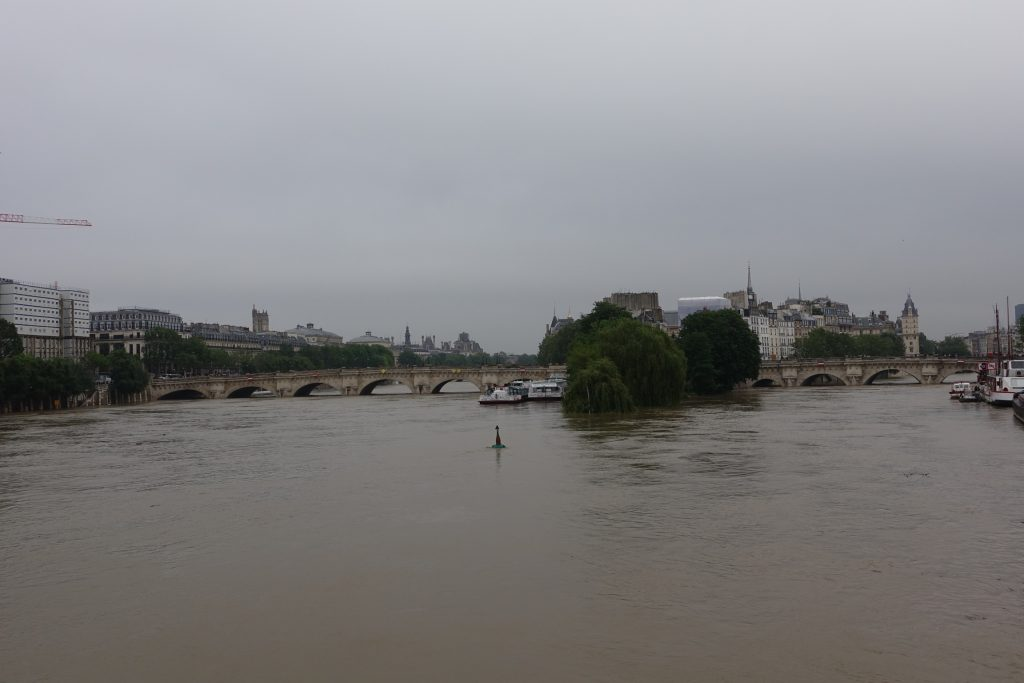 Vista del Puente Nuevo desde el Puente de las Artes.