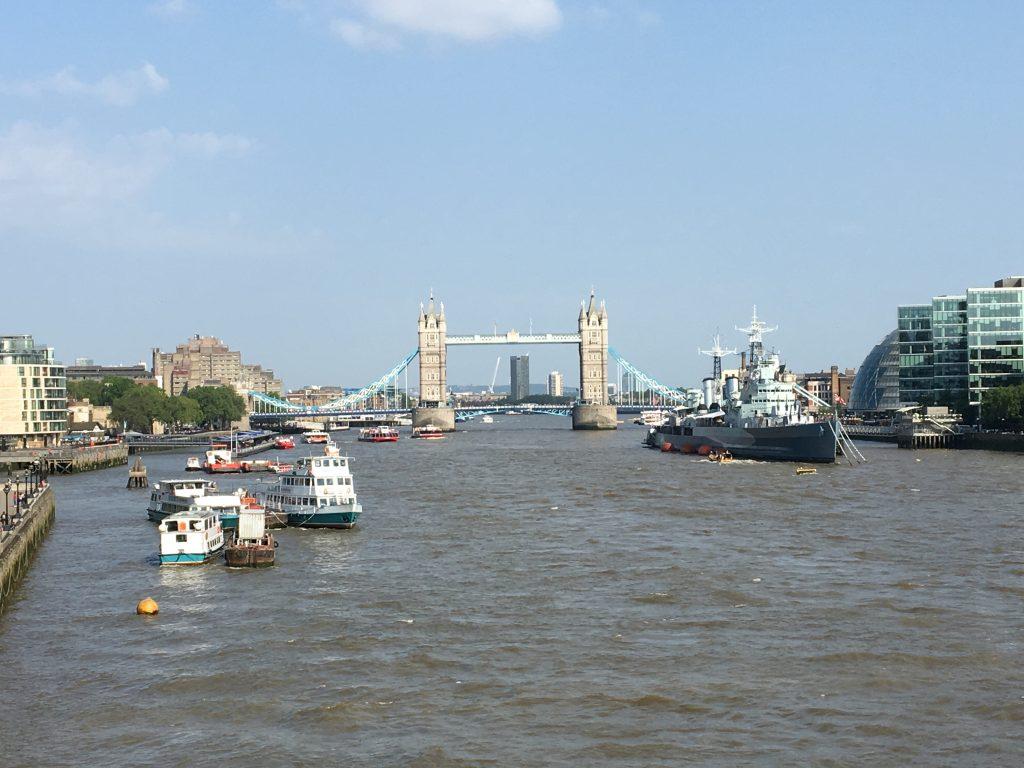 Vista del Puente de la Torre desde el Puente de Londres