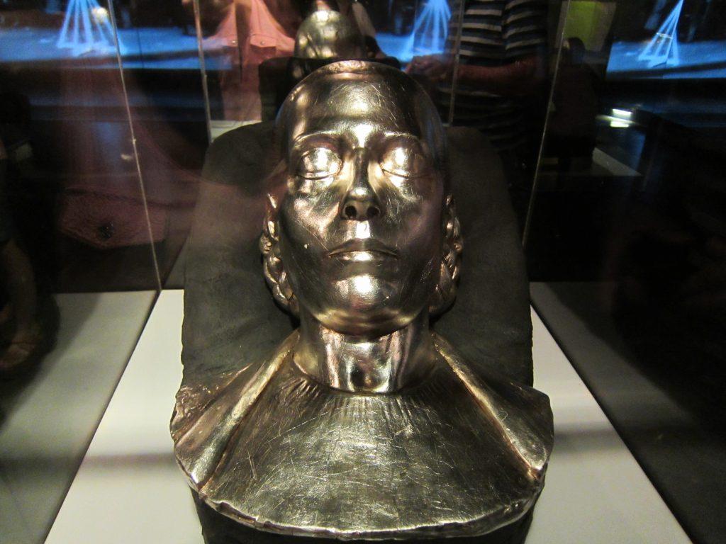 Máscara mortuoria. Es una copia donada por Juan C. Pallarols en el 2002. La original la hizo su padre en 1952.