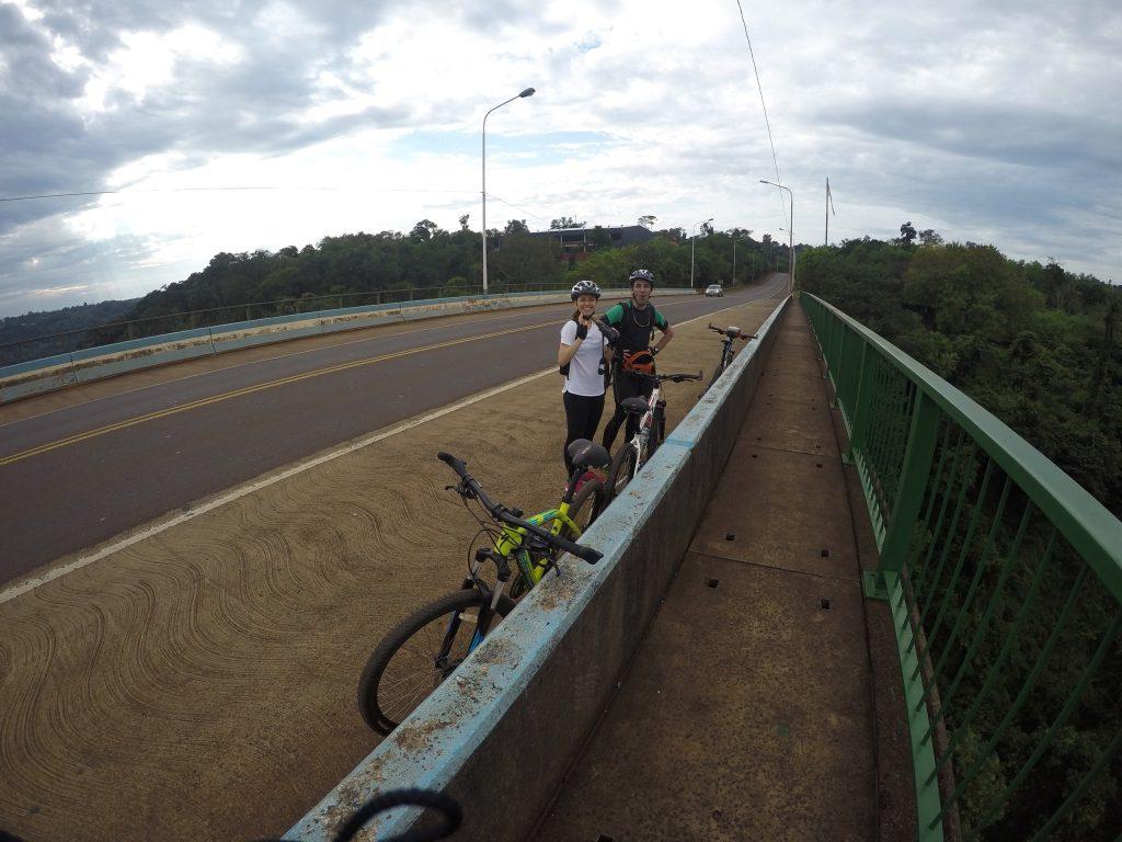 Experiencia de cruzar en bicicleta a las Cataratas del Iguazú, lado brasileño