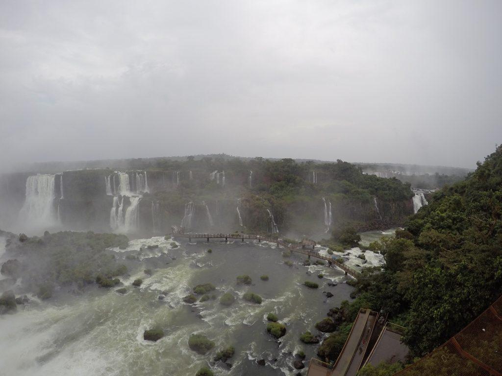 Vista panorámica de las Cataratas del Iguazú desde el Espacio Naipi