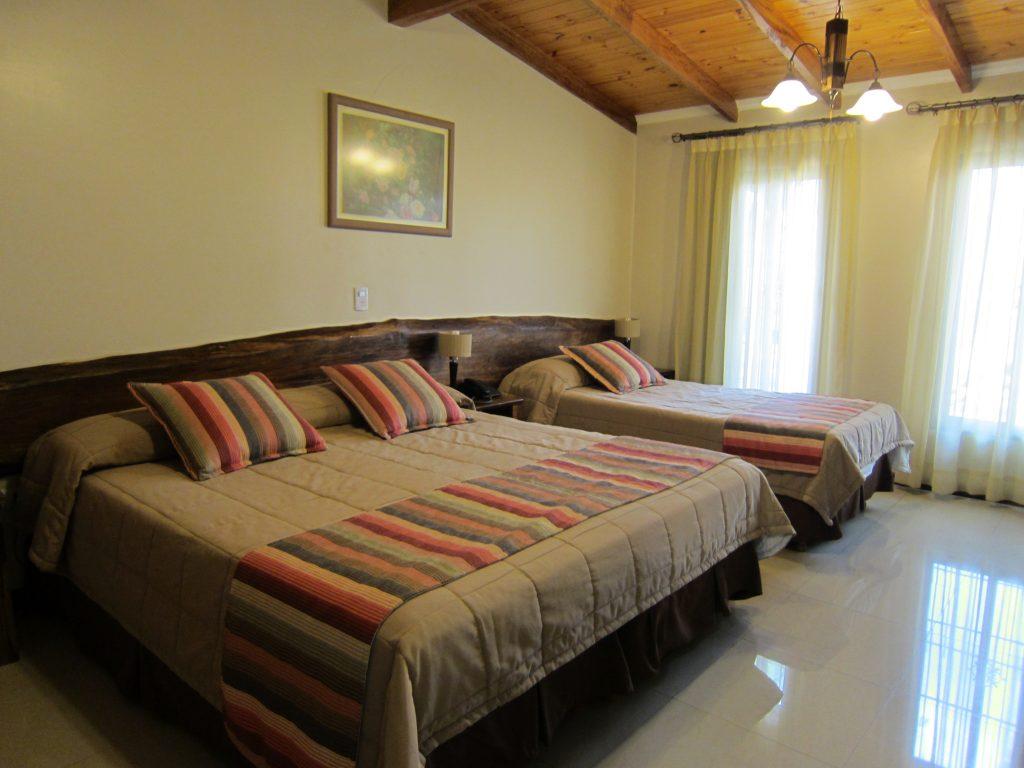 Posada del Jacarandá: Cuarto amplio, equipado con TV con cable, frigobar, wifi y aire acondicionado (imprescindible)